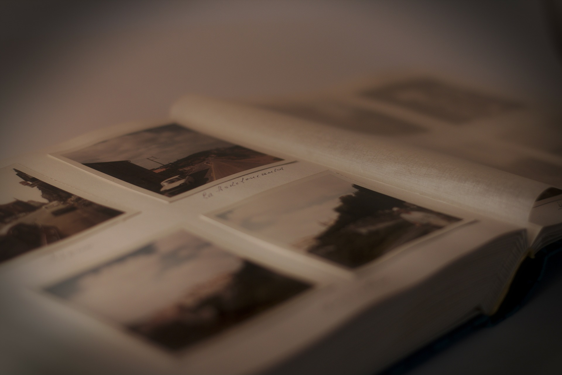 photo-album-235603_1920